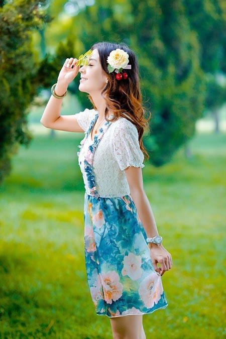 美女清新时尚秀, 手臂修长气质端庄大方, 苗条迷人