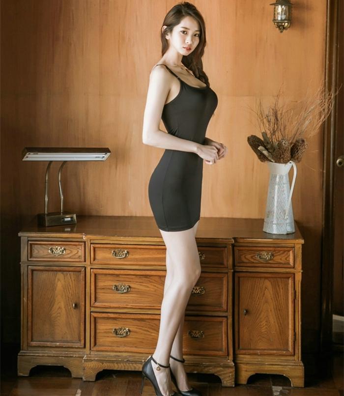黑色的吊带裙总是神秘, 给人一种无尽的诱惑 6