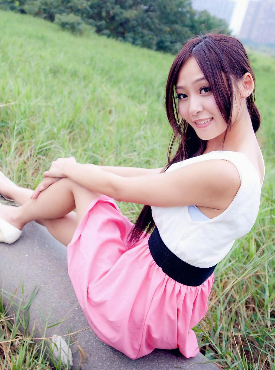 短裙穿着随性自然, 优雅时尚有活力 4