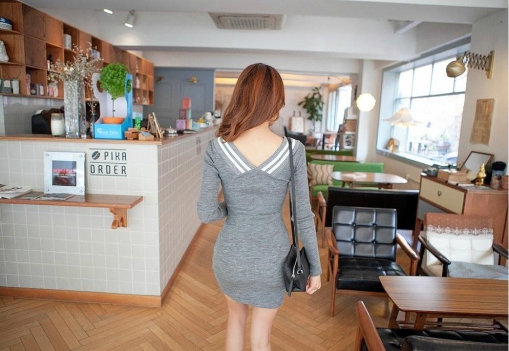 普通的灰色包臀裙搭配小黑鞋, 秀出的美腿却让人目光无法转移