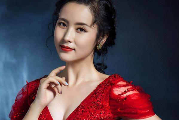 她擁有江南女子的靈氣, 長相秀氣清新, 智慧演技集於一身-圖3