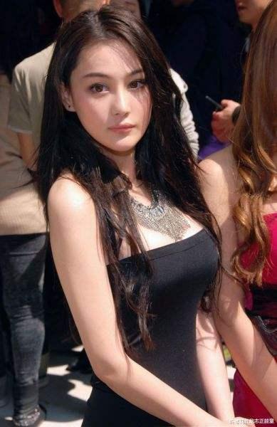 似仙女, 張馨予T臺秀, 藍色紗裙, 身姿曼妙, 她不僅迷人更勵志-圖5