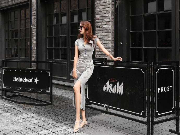 系扣式长款连衣裙, 穿出火辣好身材。 4