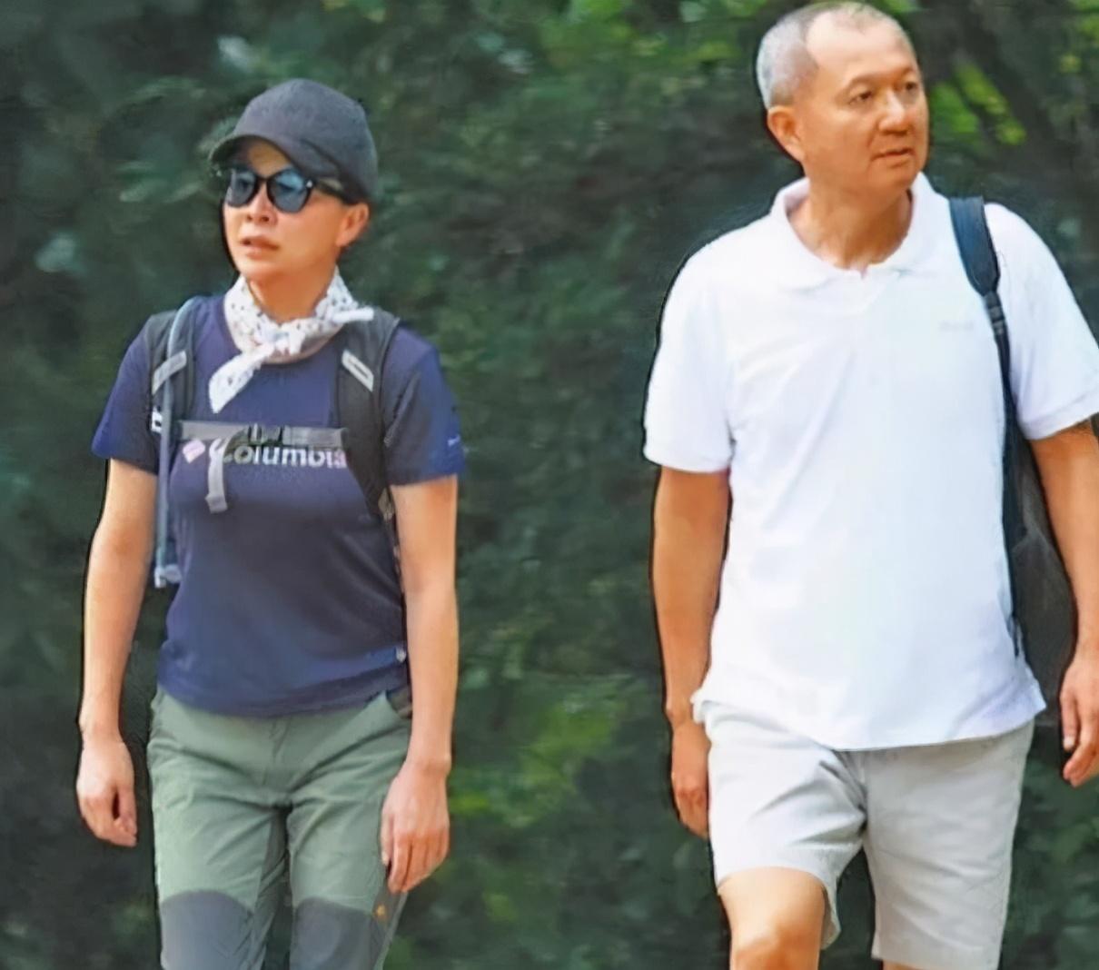 關之琳劉嘉玲同框, 後者被指笑容勉強, 曾傳因富商毀20年閨蜜情-圖4