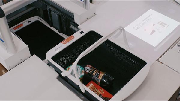 日本便利店研发无人结账系统 购物篮能自动打包