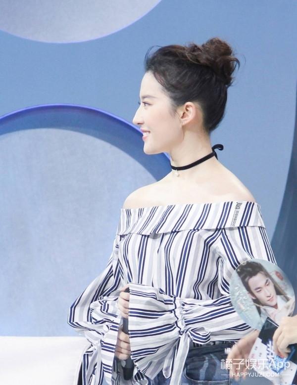 一字肩上衣收起来还太早, 看刘亦菲如何演绎的简单又时髦! 5
