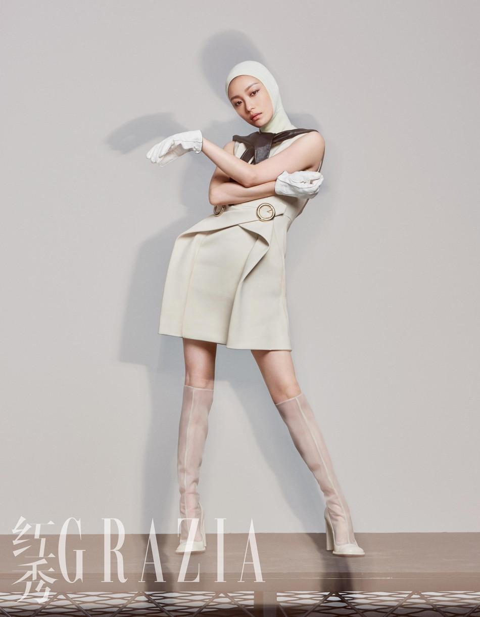 倪妮全新封面大片 另类造型展现时尚功力