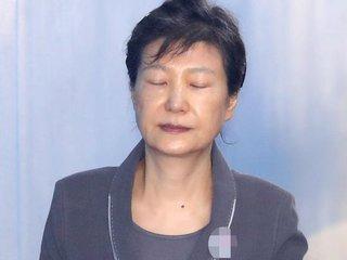 韩国女前总统的悲凉中秋: 狱中无人探望, 看电影度日