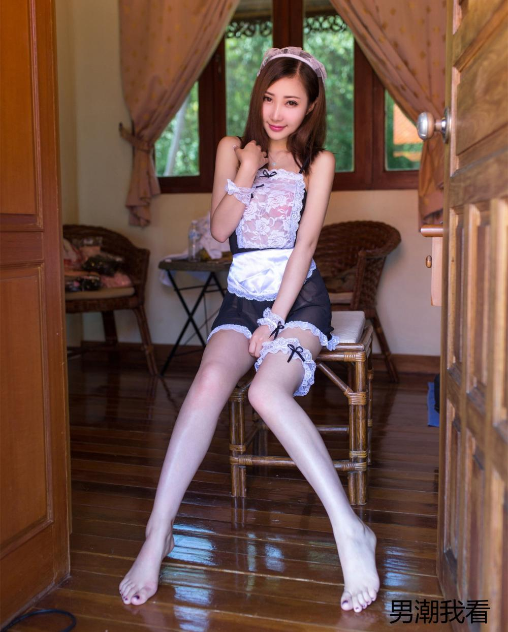漂亮的黑白蕾丝连衣裙也比不上美女的妖娆身姿那么吸引眼球 4