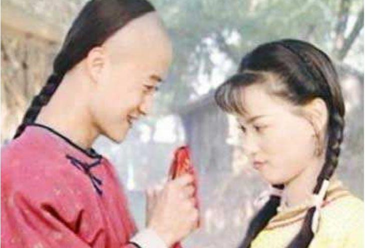 她在吳京最落魄時離開, 轉身嫁入豪門, 如今被分手生活窘迫-圖3