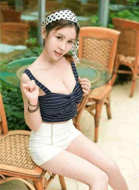 好身材需要漂亮的衣服做搭配, 紧身裤和连衣裙你喜欢谁? 2