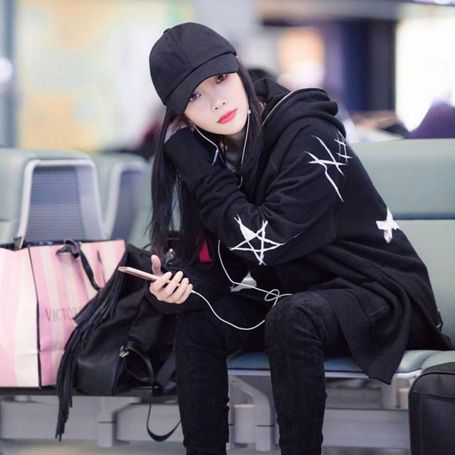 36岁李小璐现身机场, 打扮真时髦, 身上的衣服真心好看 3