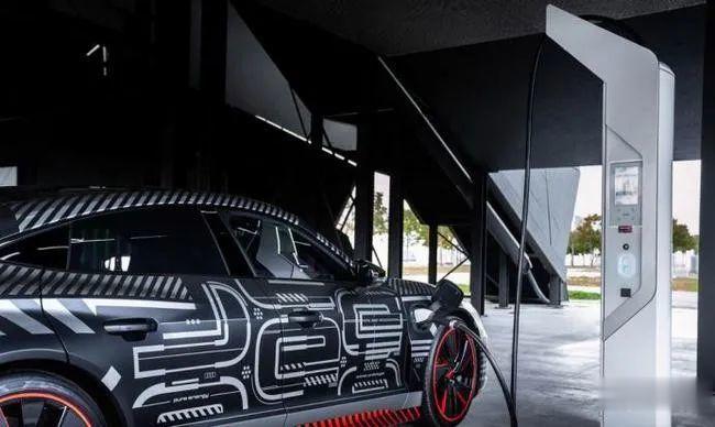 3秒內破百, 奧迪e-tron GT RS將與保時捷Taycan采用同平臺打造-圖2