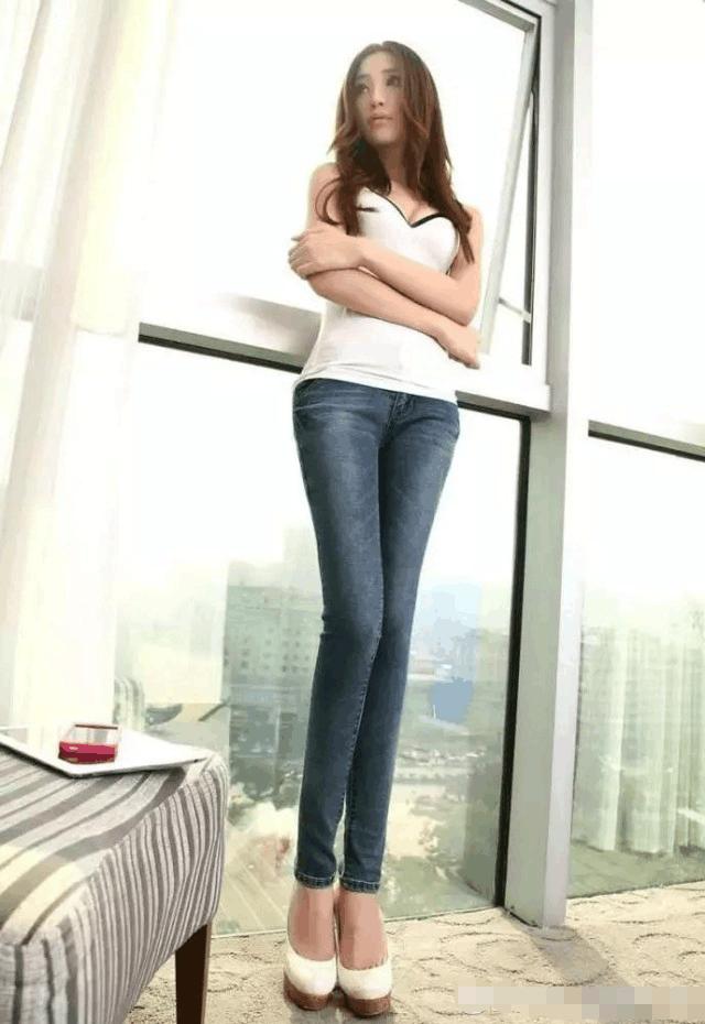 紧身裤展现出女性婀娜身姿特别受人们的欢迎! 1
