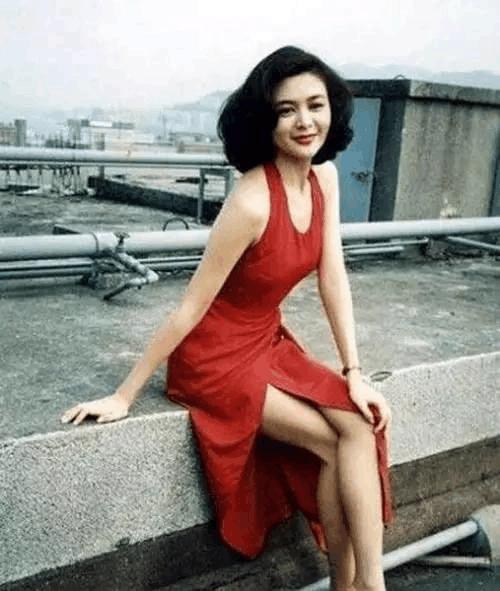 这条长裙让55岁的关之琳美回20岁! 但近看她的脸却被吓到了 3