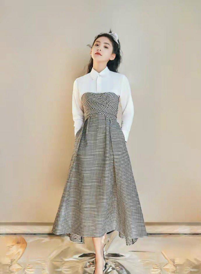 田海蓉的身材40+女人裡少有, 穿抹胸裙亮相華鼎獎, 側身真顯曲線-圖9