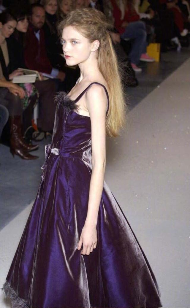 她可以说是仙女模特界的鼻祖了,真的是什么风格都能驾驭啊! 5