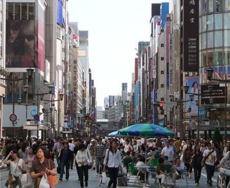赴日中国游客7万现金买一铁壶 日本导购吓傻了