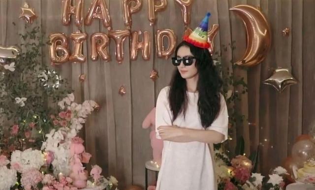 趙麗穎33歲生日曬甜美公主造型, 老公馮紹峰連祝福都沒排上隊-圖3