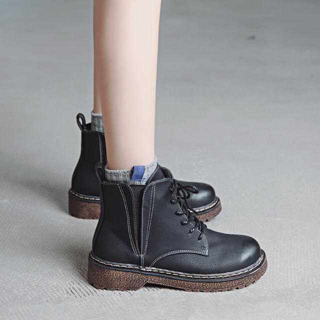 厉害了李沁, 现身巴黎街头又再次带火了脚上的靴子, 百搭不累脚