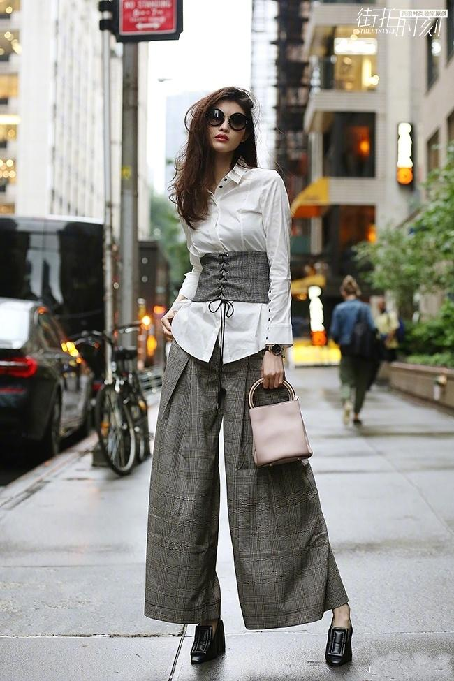 何穗不愧是超模, 三万元的束腰衣, 简直穿出了时尚新高