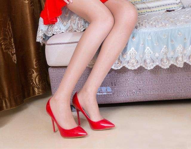 我喜欢穿上高跟鞋时的感觉, 它让我更加自信与美丽 2