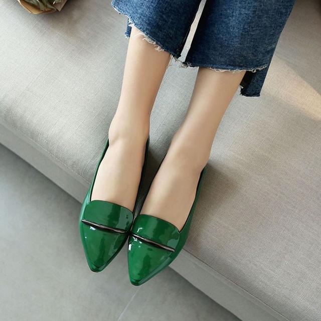41岁马伊琍现身机场, 打扮得比子君还精致, 脚上的瓢鞋更是好看 11