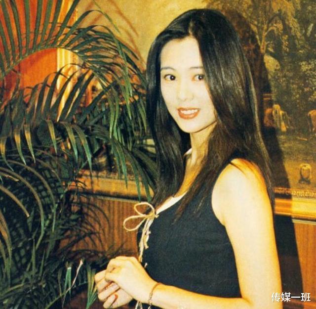 王羽3個掌上明珠: 王馨平風雲娛樂圈, 幺女叱吒時尚圈, 次女至孝-圖7