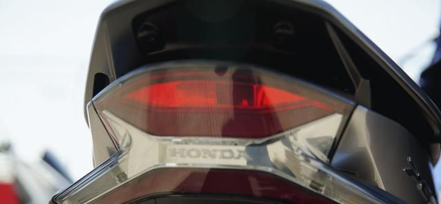 本田最新踏板標桿車, 149CC水冷, 百公裡油耗1.9L, 2.699萬值嗎?-圖9