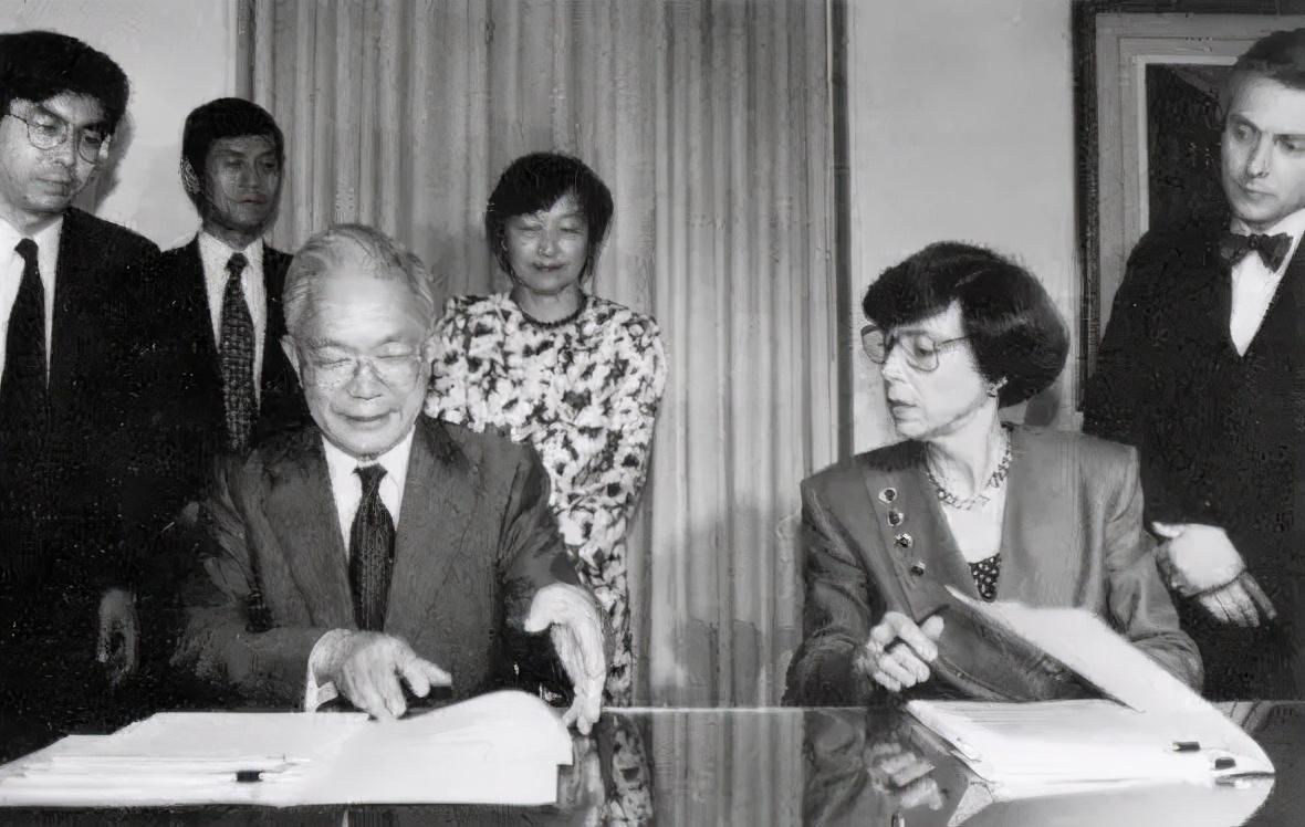 三星掌門李健熙去世, 曾締造韓國半導體傳奇、改變韓國人作息-圖4