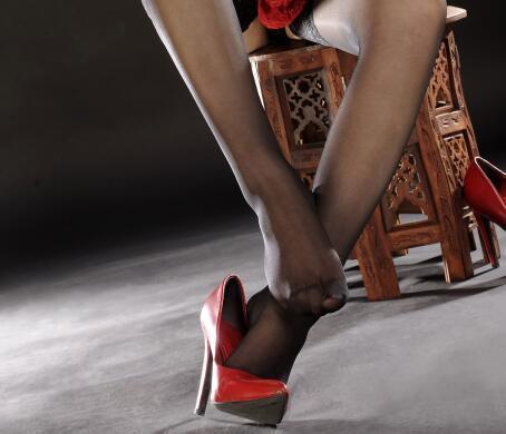 丝袜可以瘦腿, 高跟可以让身材高挑 6