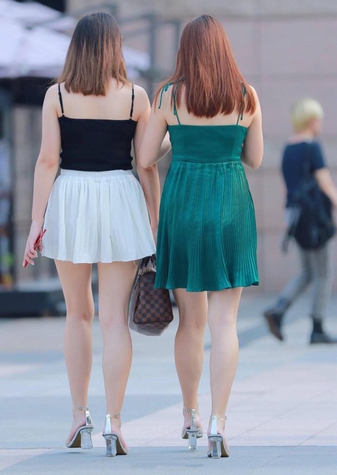 有瑕疵但依然美丽的连衣裙小姐姐, 街拍的特点在于真实