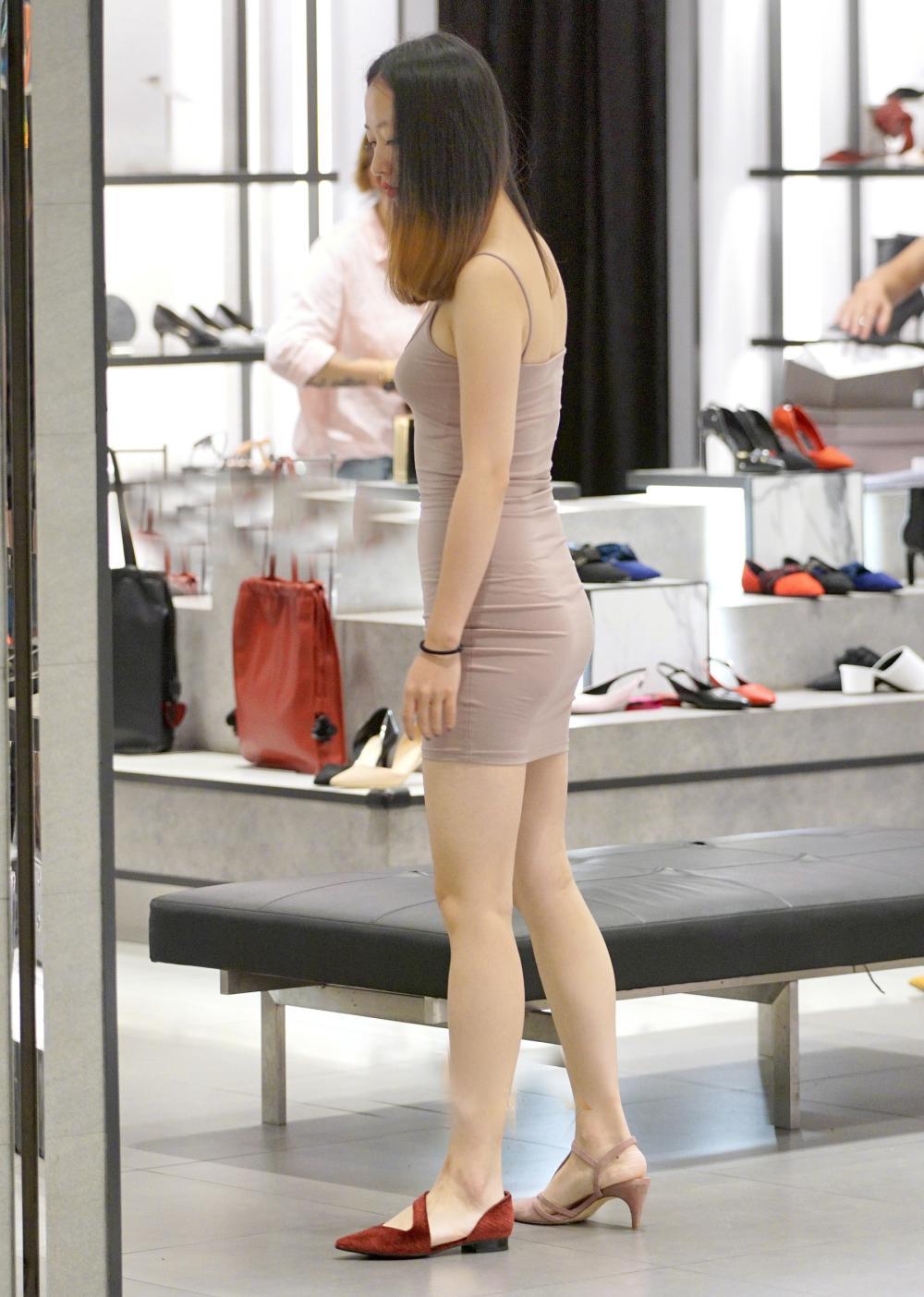 牛仔裤: 百搭经典又显瘦穿出你的迷人背影 7