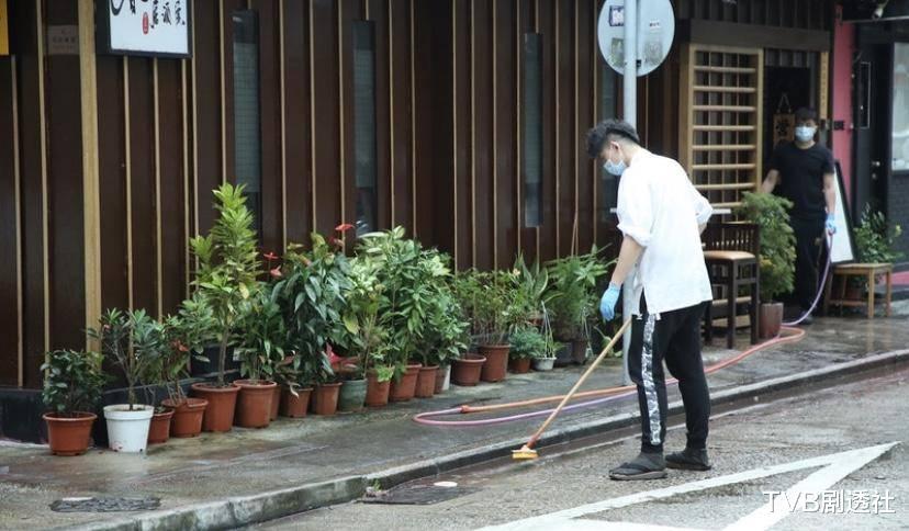 好慘! TVB男星餐廳被人潑紅油, 開業才三個月疑與人結怨-圖4