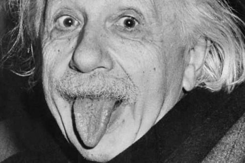 """爱因斯坦标志性的""""吐舌搞怪照""""被拍卖: 12.5万美元成交"""