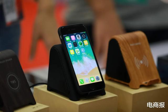 """羅永浩的舊機發佈會一開, 隔壁的iPhone 12突然不""""香""""瞭!-圖8"""