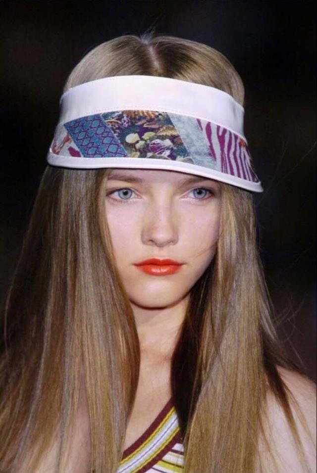 她是仙女模特界的鼻祖, 美到不像人类, 就是橱窗里的洋娃娃! 17
