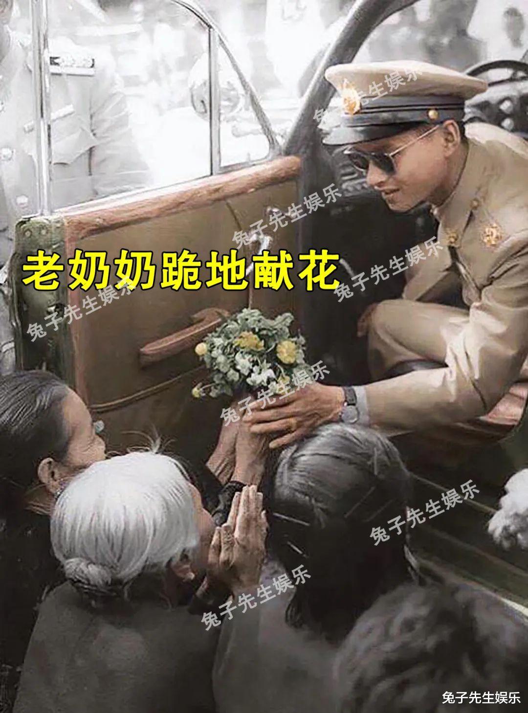 68歲泰王夜間遊行, 強行被民眾跪地擦皮鞋! 這種卑微來自骨子裡…-圖3