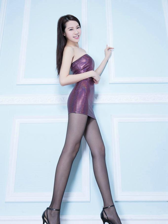 有空了, 女人喜欢穿上包臀裙逛街