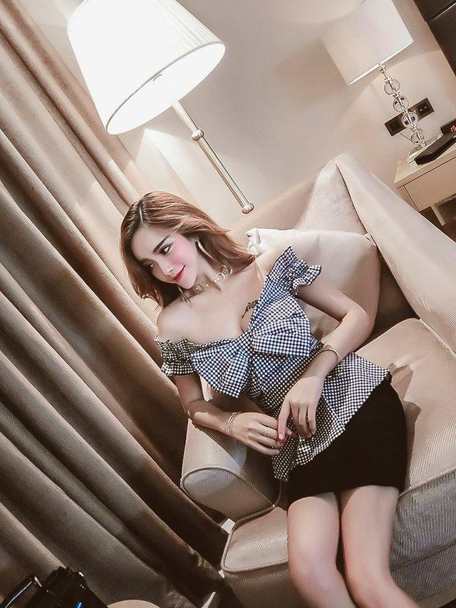 甜美妖娆的中长包臀裙, 温婉清新的气质苗条的美女的穿搭!