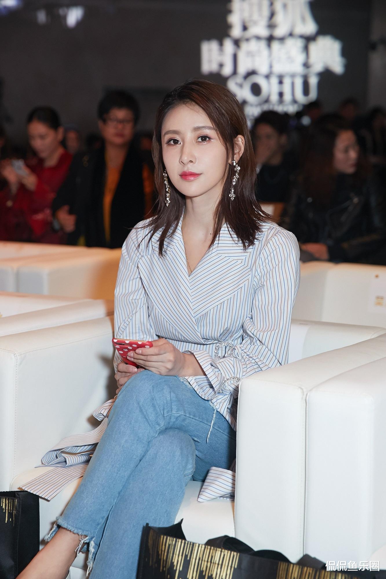 34歲賈青, 顏值姣好身材有料, 好身型讓無數女生羨慕-圖2
