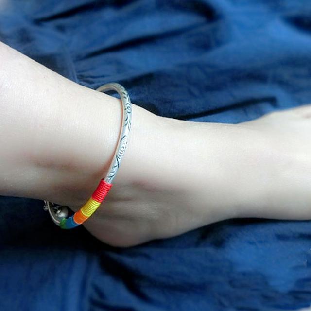 红绳搭配上天然的翡翠玉串制而成, 彰显出很好的气质, 在脚腕间 8