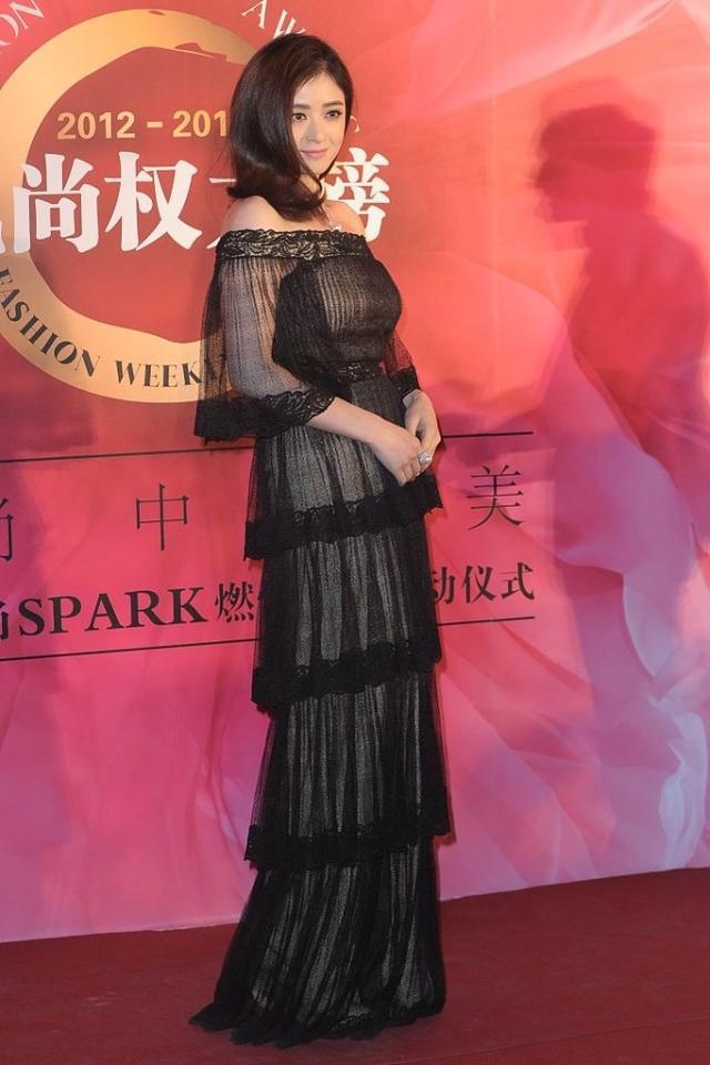 蔣欣的身材太招人喜歡瞭, 雖然看著肉嘟嘟的, 穿緊身裙卻很有魅力-圖4