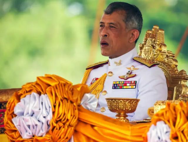 愈演愈烈! 泰國曼谷進入緊急狀態, 泰國王王位搖搖欲墜-圖2