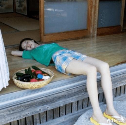 """""""坐長途車遇到個極品妹子, 這誰還能睡得著? """"這誰受得瞭啊哈哈哈-圖1"""