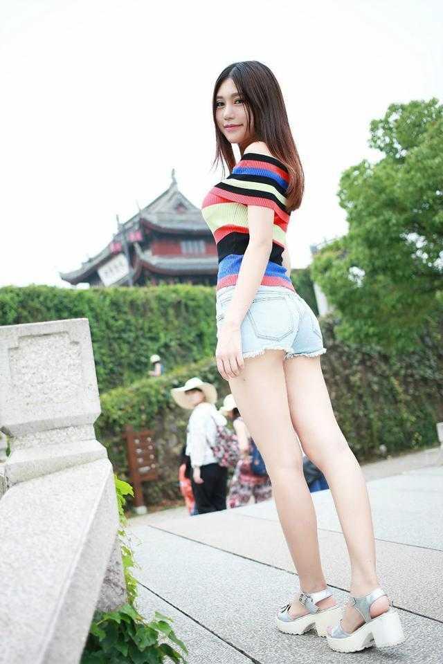 聪明的姑娘在夏季会选择短裤的, 青春减龄又时尚 5