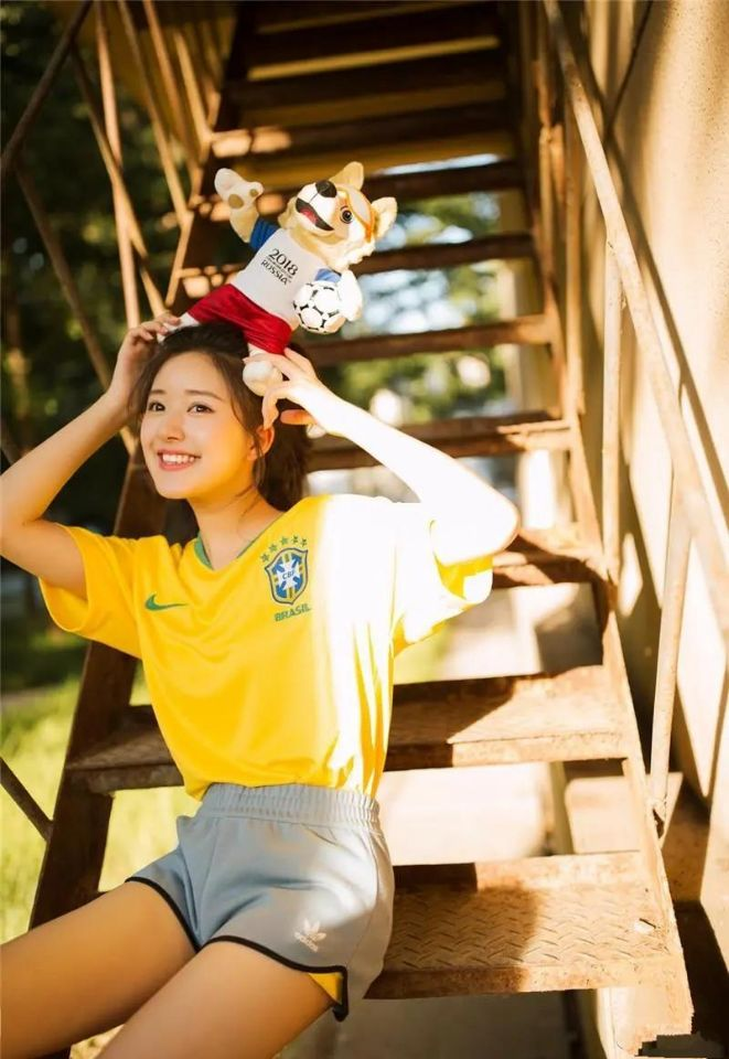 網紅出道的明星: 趙露思、劉宇寧、章若楠火瞭, 唯獨她涼涼-圖3