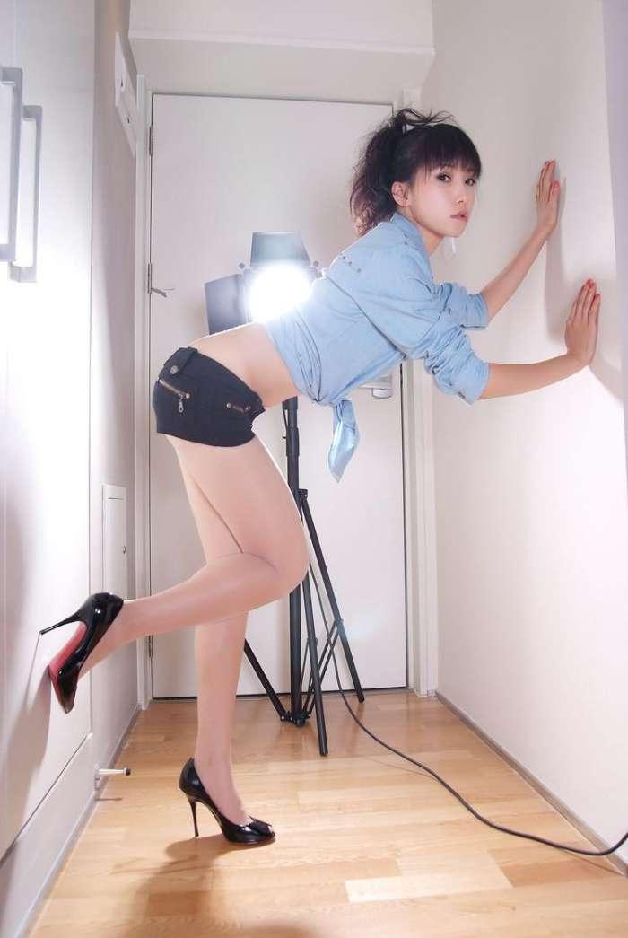 聪明的姑娘在夏季会选择短裤的, 青春减龄又时尚