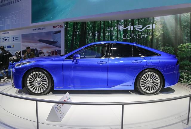 豐田全新B級車曝光, 比雷克薩斯ES更寬, 配一體式貫穿大屏-圖6