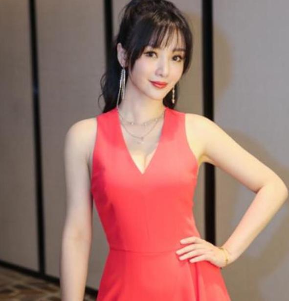 柳巖為什麼41歲還沒人追? 看到她做深蹲後, 網友: 終究是我不配-圖4